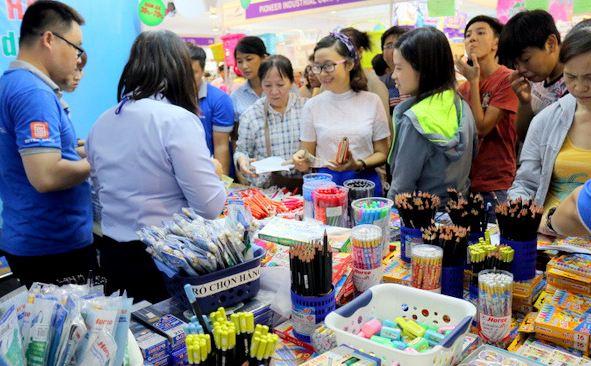 Tâm lý phụ huynh lần đầu mua đồ dùng học tập cho con
