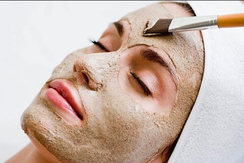 Sử dụng mặt nạ để chăm sóc da mặt tốt hơn.