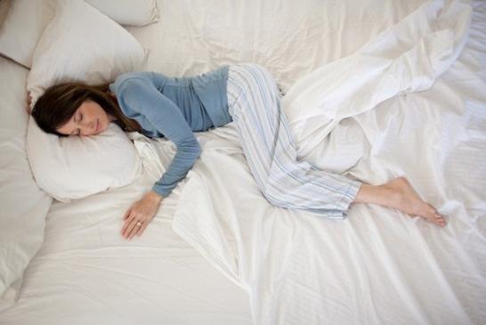 Lười vệ sinh giường ngủ.
